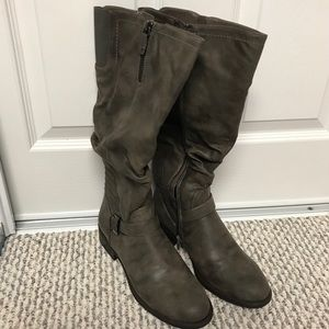 New In Box White Mountain Boots